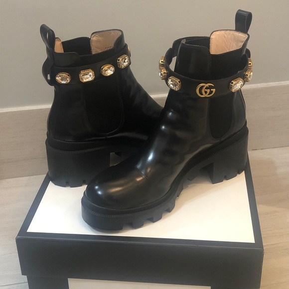 bc6985b7 Gucci leather ankle boot with belt